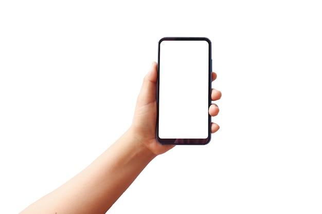 Рука держит белый экран, мобильный телефон изолирован на белом фоне с обтравочным контуром. концепция коммуникации.