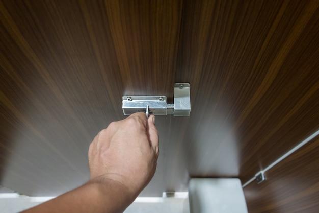 Hand locking toilet door