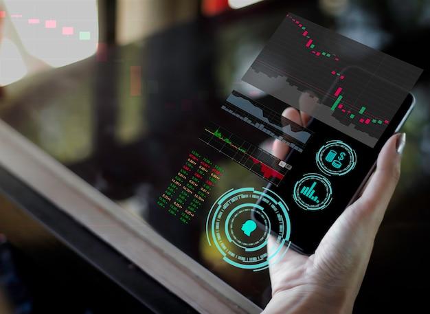 비즈니스 여성의 손은 스마트 폰 미래형 인공 지능 기술 사물 소셜 미디어를 사용합니다.
