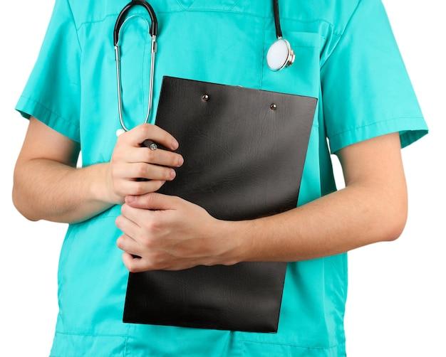 Рука врача с бланком рецепта, изолированным на белом