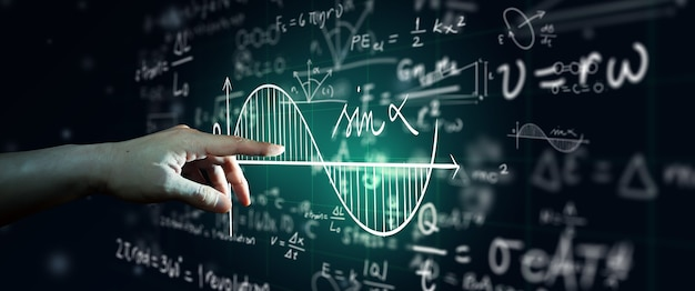Рука на науке формула и математическое уравнение абстрактный черный фон доски. математическое или химическое образование, концепция искусственного интеллекта.
