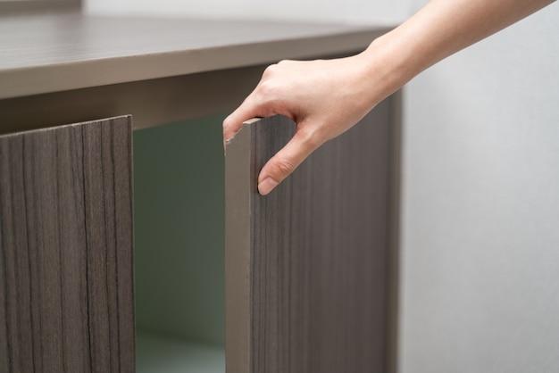 Hand open cabinet