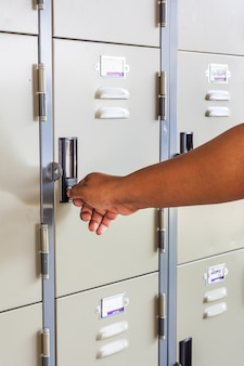 Hand open locker
