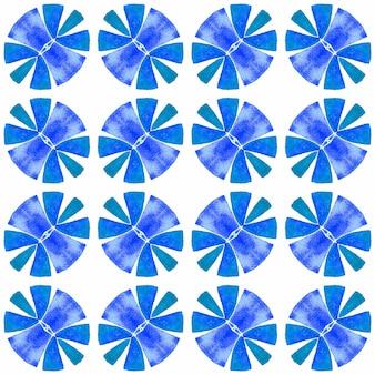 手描きのタイル張りの水彩画の境界線。ブルーのエネルギッシュな自由奔放に生きるシックな夏のデザイン。タイル張りの水彩画の背景。テキスタイルレディの鮮やかなプリント、水着生地、壁紙、ラッピング。