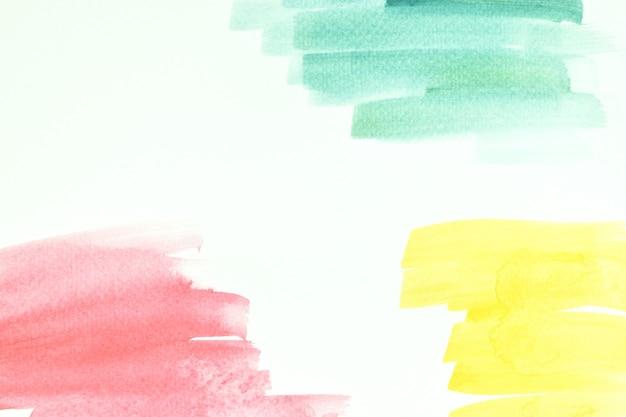 흰 종이 배경에 손으로 그린 수채화 스트로크