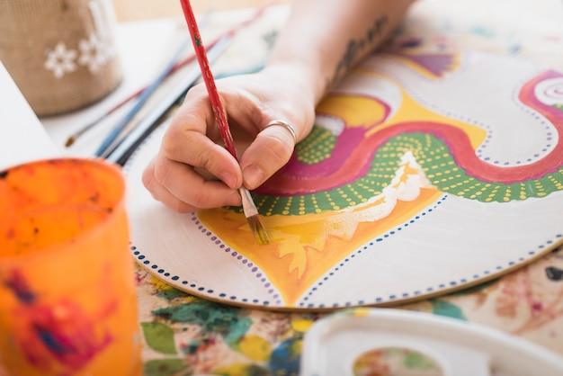Dipingendo a mano una tela