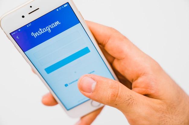 전경에서 손, 전화 및 instagram