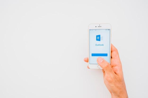 손, 전화, 전망 앱 및 복사 공간
