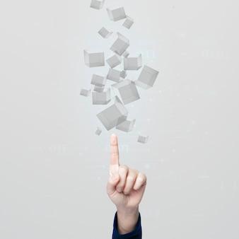 Mano che indica i cubi grigi nella tecnologia della gente di proiezione di ologramma