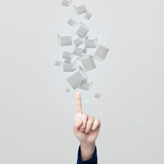 Рука, указывающая на серые кубы в технологии проекции голограмм людей