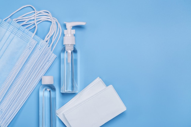 Дезинфицирующие средства для рук, салфетки для гигиены и защиты от вирусов. медицинские маски для лица.