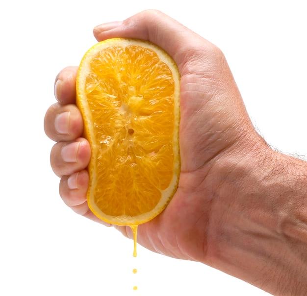오렌지를 짜 내 손