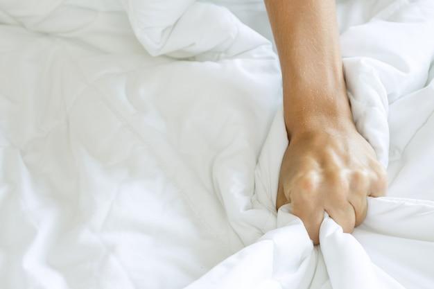 손 짜기 침대 시트