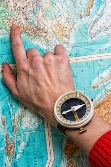 Рука, чтобы указать маршрут