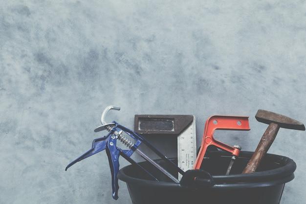 手工具とロフト漆喰壁