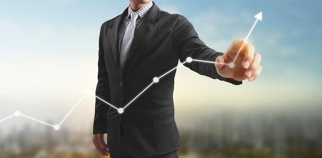 재무 지표 및 회계 시장 경제 분석 차트의 그래프를 만지고 손