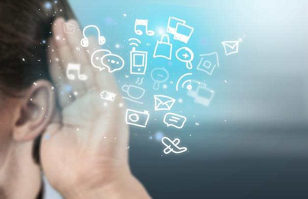 手に触れるデジタルタブレット、ソーシャルメディアの概念
