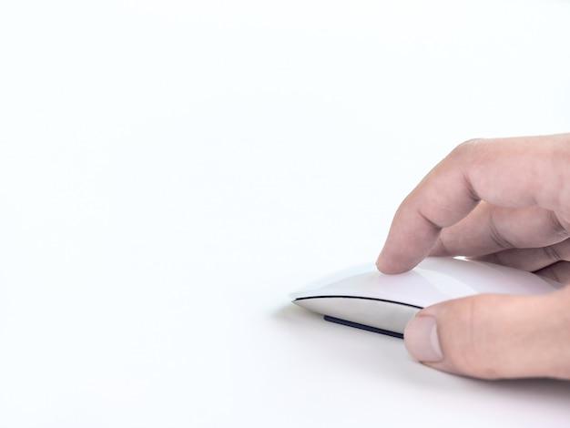 Рука с помощью компьютерной мыши.