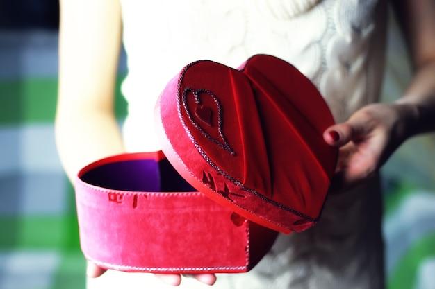 손 발렌타인 하트 상자
