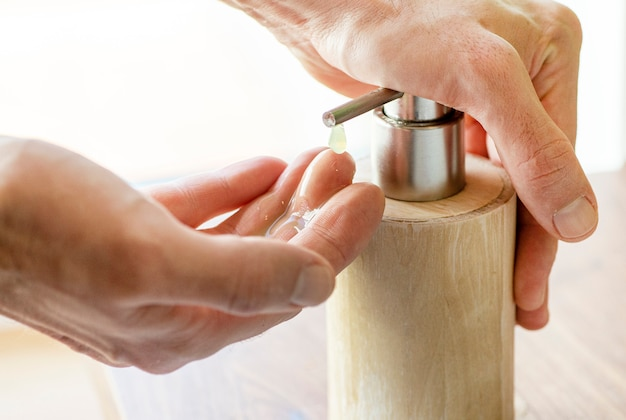 消毒のための手洗い。コロナウイルス中の衛生とウイルスの流行