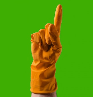 黄色のゴム手袋をはめた手が人差し指で上向き