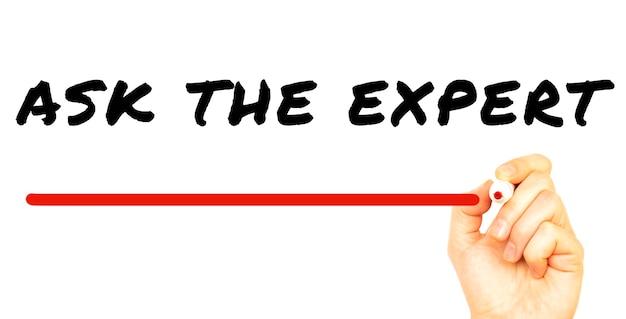 빨간색 마커로 전문가에게 문의하는 손. 흰색 배경에 고립. 비즈니스 개념.