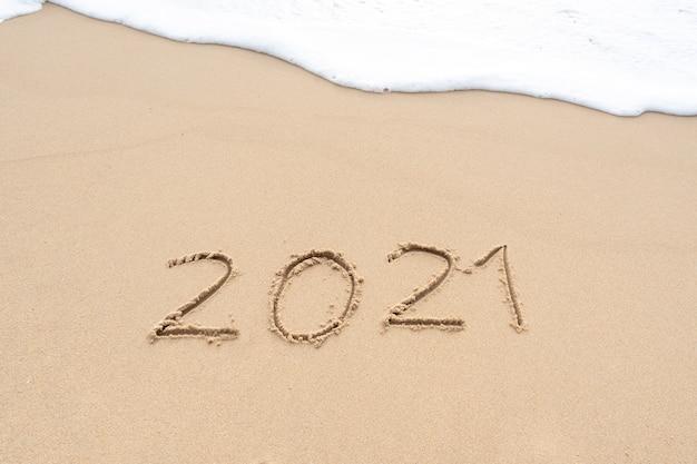 Почерк на песчаном пляже