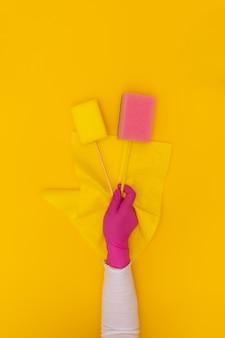 手黄色の保護ピンクの手袋ぼろきれ手ワイパー背景