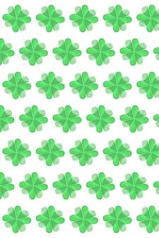종이로 만든 창의적인 공예품은 흰 벽에 네 개의 꽃잎이있는 녹색 토끼풀 잎사귀입니다. 해피 성 패트릭의 날 개념.