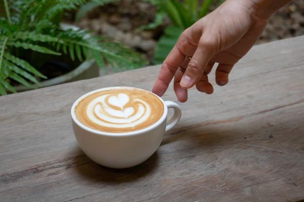 ホットミルクコーヒーカップの手工芸品、ストックフォト