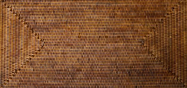 공예 직조 등나무 바구니 트레이. 태국 전통 대나무 자연 질감 배경입니다.
