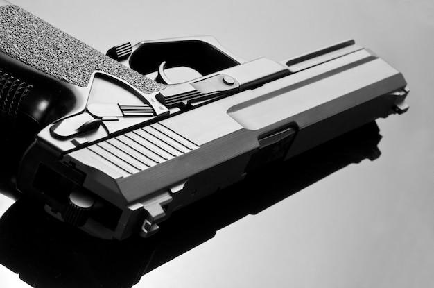 拳銃。 m23ダブルイーグル