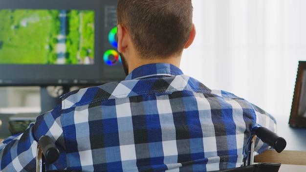 車椅子作業用フィルムのポストプロダクションにおける障害者用フィルムメーカー。