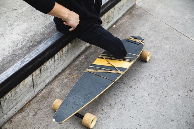 Skatepark에서 longboard와 장애인