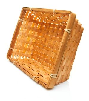 Изделие ручной работы из плетеной корзины из натуральных продуктов, плетения из ротанга. экологичная и экологичная концепция. экологичный шоппинг и дом. подарки из переработанных материалов.