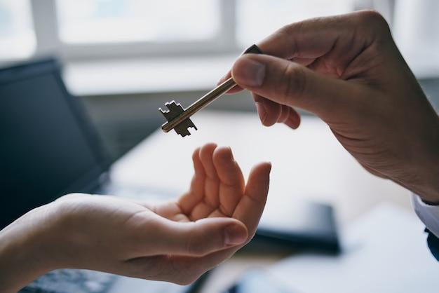 契約締結後のマンション売却の鍵をお渡しする