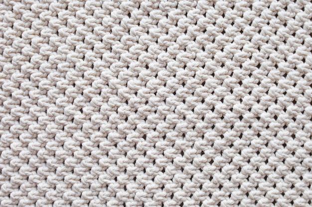 手作りベージュマクラメパターンの背景。マクラメの質感、環境にやさしい、モダンな編み物。