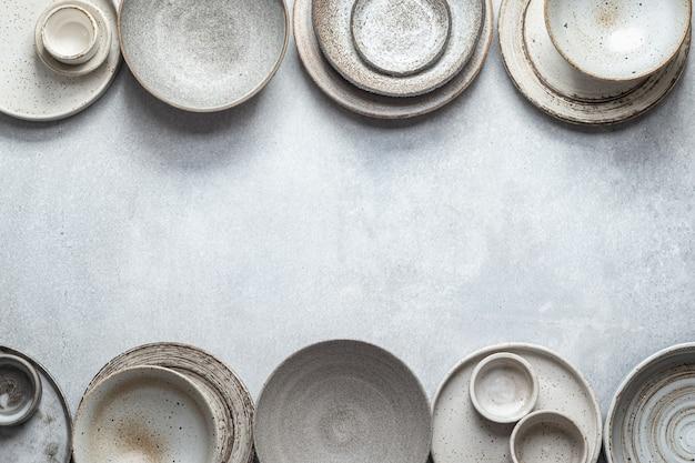 수제 도자기, 빈 공예 세라믹 접시와 그릇 밝은 배경, 평면도, 테두리