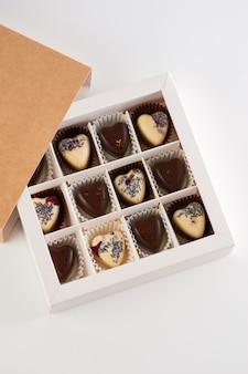 手作りチョコレート菓子箱入り