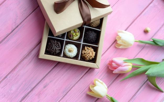ボックスに手作りチョコレート