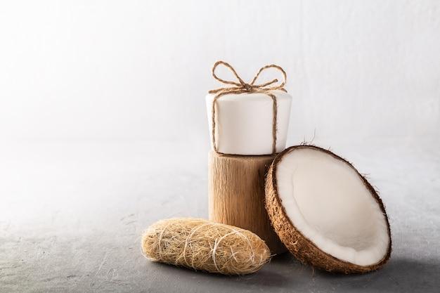 灰色の手作りココナッツ石鹸バー