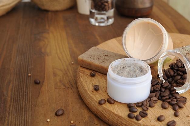 化粧石鹸、クリーム、スクラブを含む手作りコーヒー