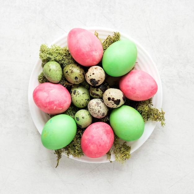 수제 다채로운 부활절 달걀