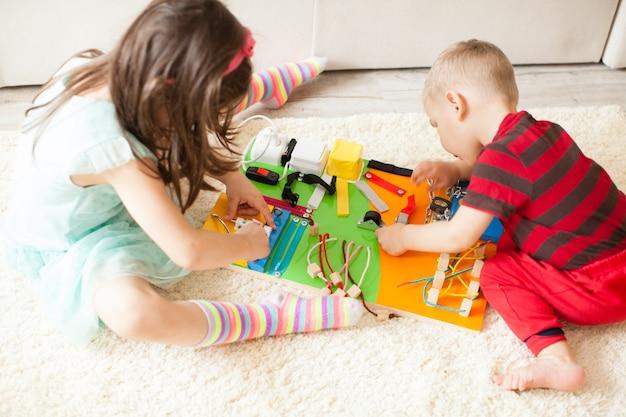 手作りのdiy忙しいボード-感覚的な子供のおもちゃ