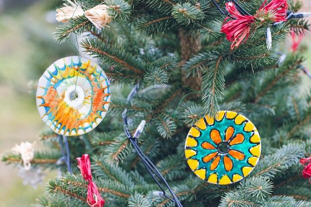 Экологически чистое рождественское украшение ручной работы из старых cd или dvd дисков.