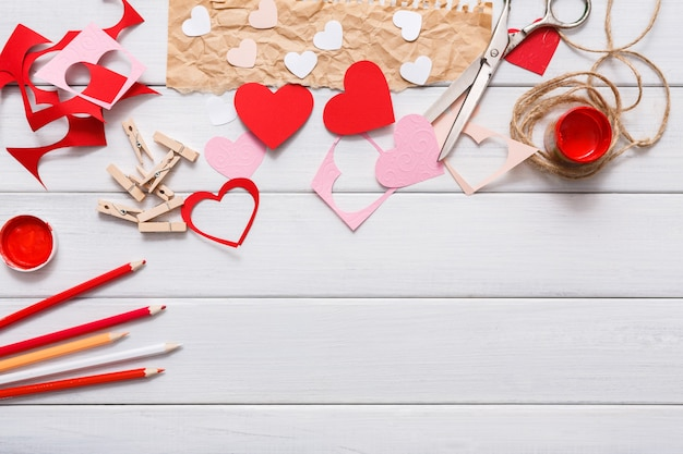 Подарок ручной работы для создания сердечка, вырезания и вставки, поделок из бумаги и инструментов своими руками на белом дереве