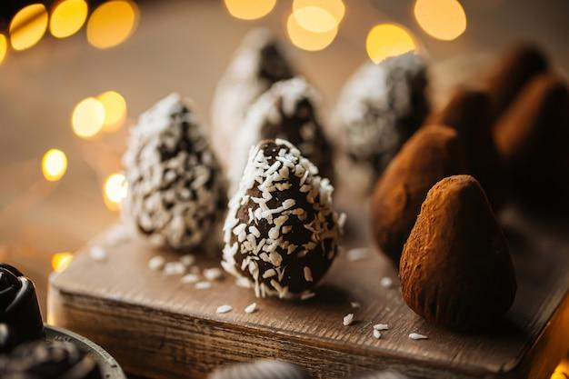 코코넛과 코코아가 들어간 수제 유기농 초콜릿
