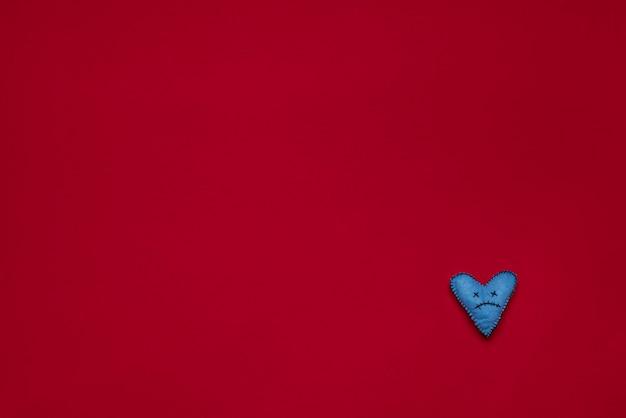 フェルトの表面に手作りの悲しい死んだ心プレスされたウール生地の糸
