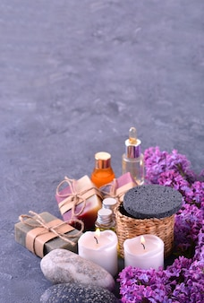 수제 비누, 아로마 캔들, 라일락 꽃, 아로마 오일 및 스톤