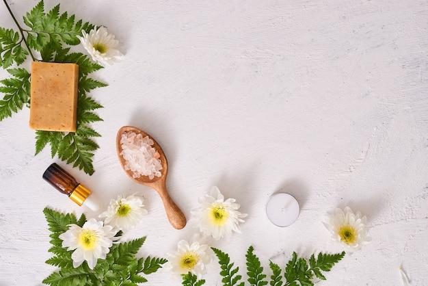 Мыло ручной работы крупным планом. изготовление натурального мыла. мыльные бары крупным планом. спа-процедуры, концепция ухода за кожей